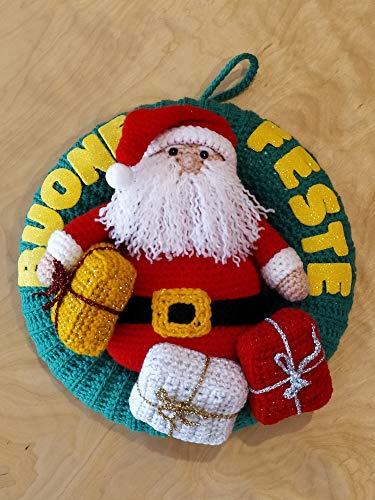 Lavori All'uncinetto L'orsacchiotto In Un Cappello Rosso Di Natale ... | 500x375